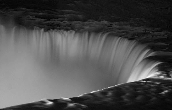 dark descent, niagra falls