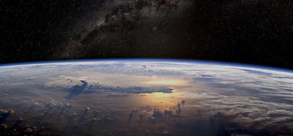 Earth-&-Milky-Way