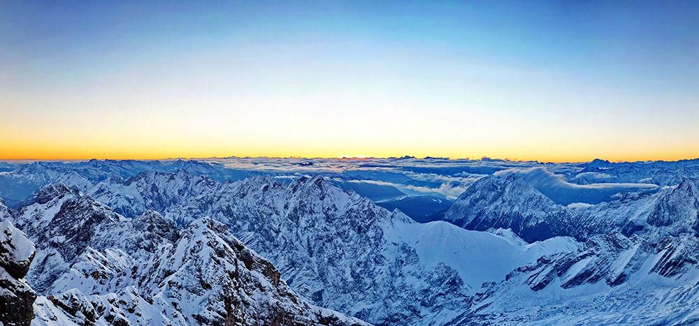 Snowy-Mountain-Panorama