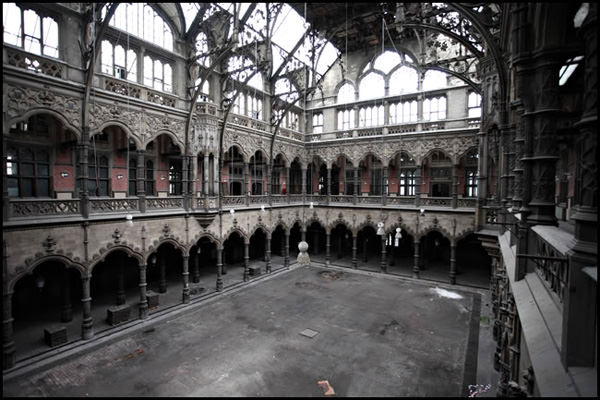 45 beautiful abandoned places photos hongkiat for Chambre de commerce new york