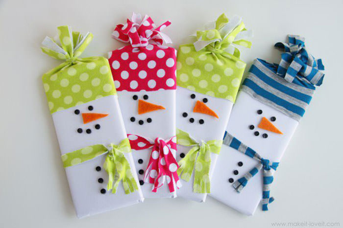 Christmas gift wrapping 28 tutorials to do it likeaboss hongkiat in this diy gift wrapping tutorial by ashley she instructs readers on how to make snowman wrappers for gifting candy and chocolate gifts to kids negle Image collections