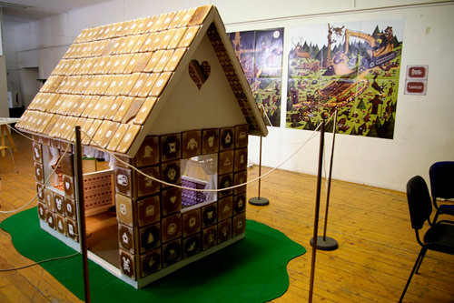 Livesized Gingerbread House