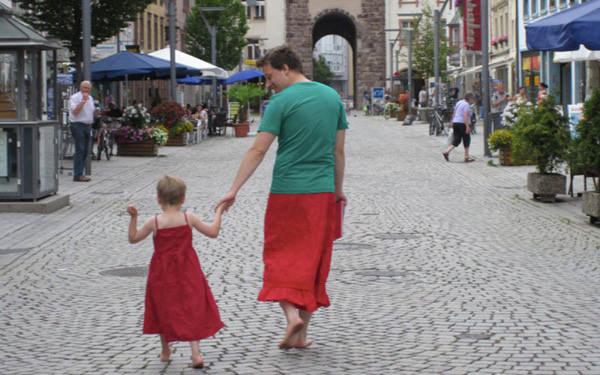 dad-wears-skirts