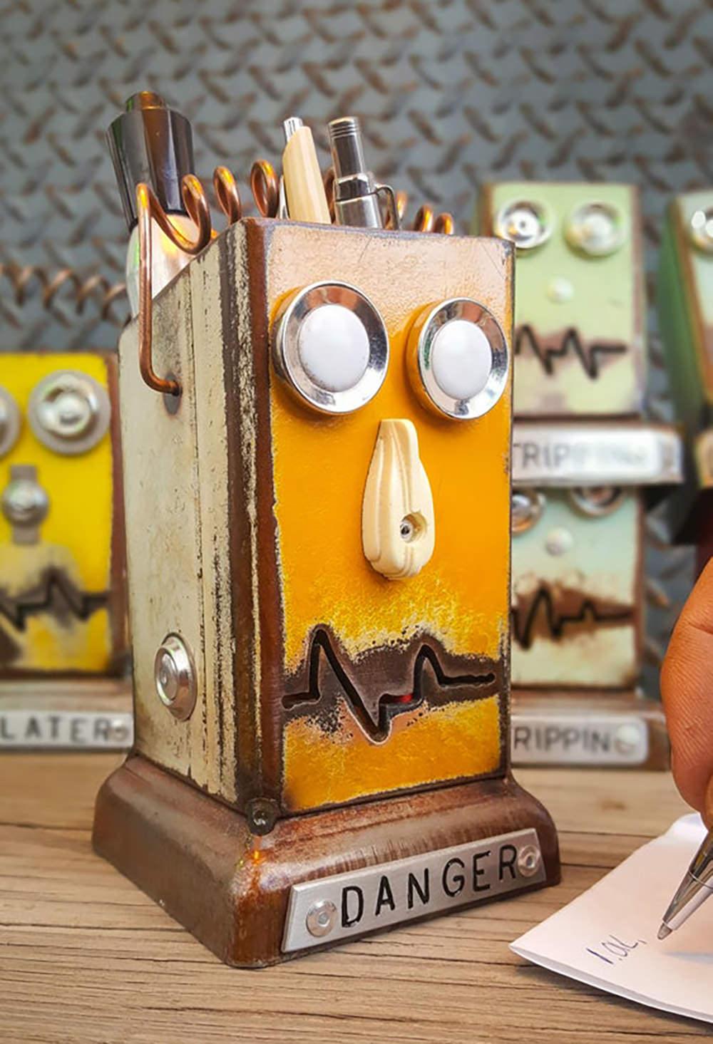 Retro-Robot-Desk-Organizer