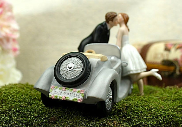 20 Creative Wedding Cake Toppers For Your Inspiration - Hongkiat