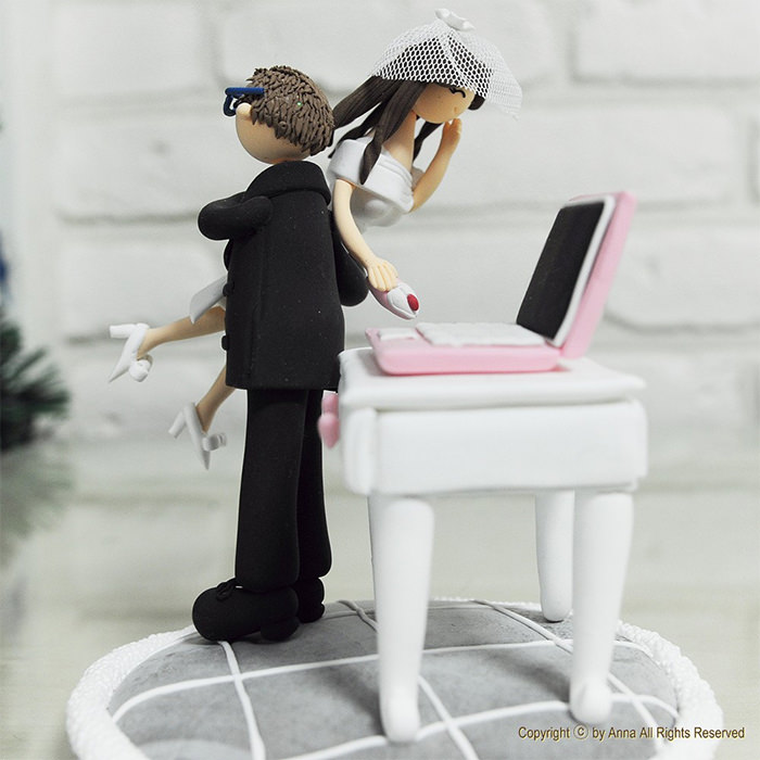 Creative Wedding Cake Toppers For Your Inspiration Hongkiat - 16 hilariously creative wedding cake toppers