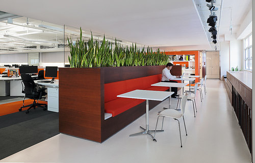 Creative modern office designs around the world hongkiat for Interior design companies in usa
