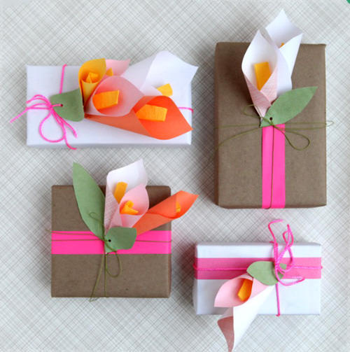30 creative gift wrapping ideas for your inspiration hongkiat paper calla lilies negle Image collections