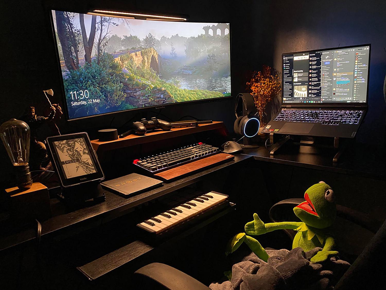 cool home workstation