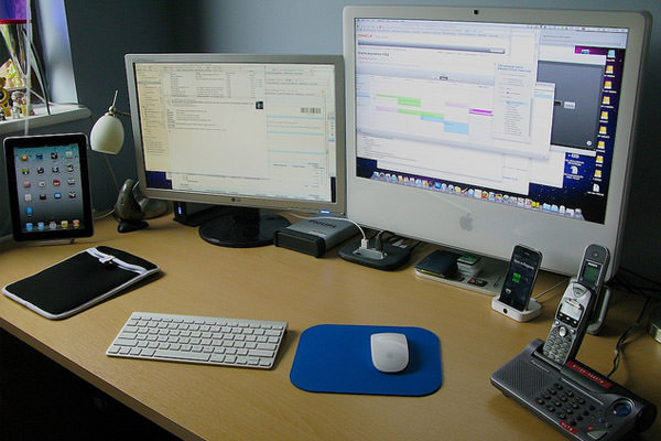 mac, iphone, ipad desk space