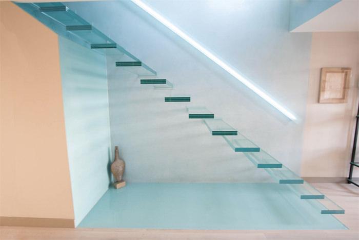 glass-tread-floating