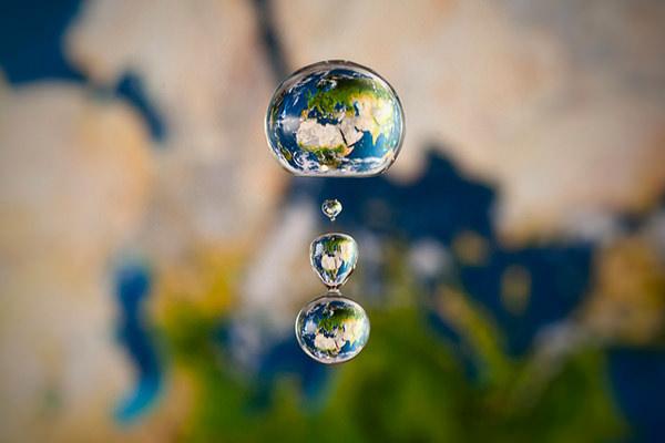 Miniature Liquid Worlds