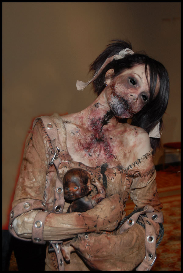 40 Halloween Costumes Will Scare the Living Daylights Out of You ...