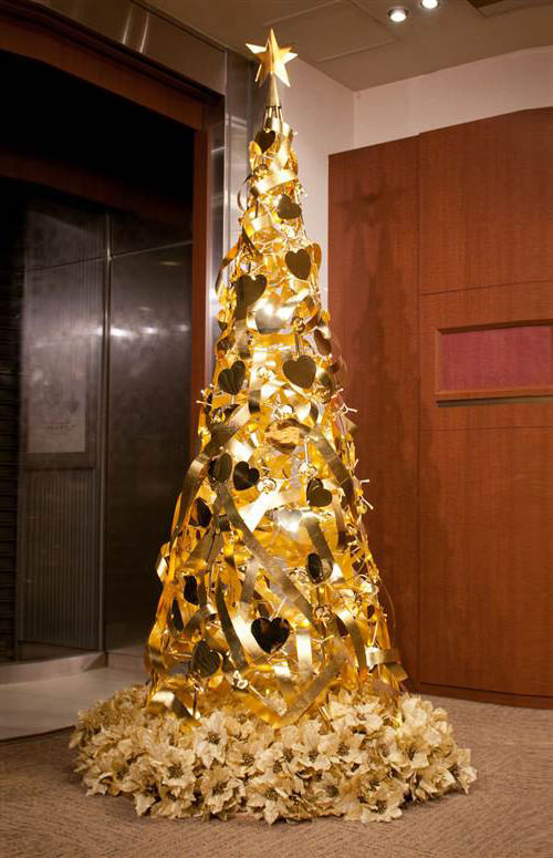 30 Unconventional Christmas Trees You Haven't Seen Before - Hongkiat